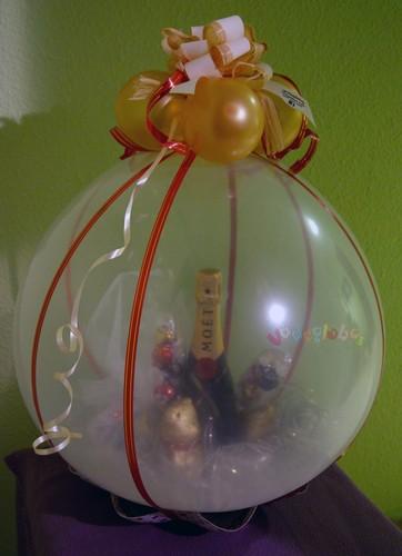 Regalos englobados y con globos decoraci n con globos regalos y desayunos a domicilio suelta - Decoracion para regalos ...